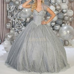 Prom gown. Formal quinceanera ball dress